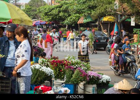 People at the busy Htin Tone Taik flower market in Mandalay, Myanmar (Burma). - Stock Photo
