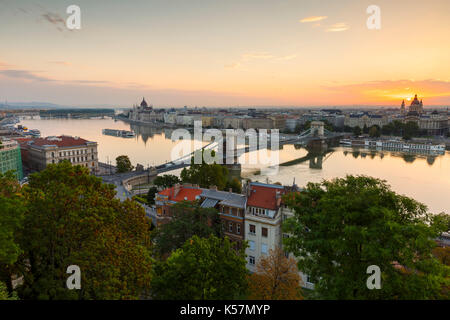 View of the Chain Bridge, parliament and St. Stephen's Basilica in Budapest. - Stock Photo