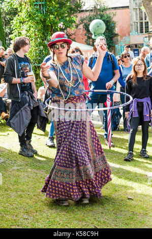 Portmeirion, Wales, UK. 8th September, 2017. Hula Hoop Girl at Festival No.6, Portmeirion, Wales, UK. 8th Sep, 2017. - Stock Photo