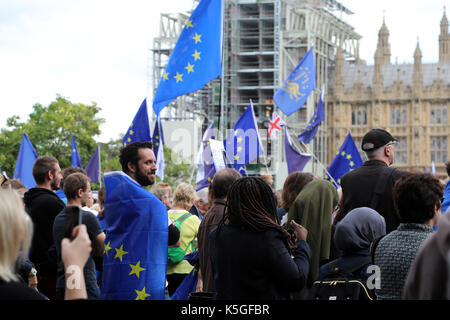 London, UK. 9th Sept, 2017. A man wrapped in an EU flag stands in Parliament Square Garden in Westminster, central - Stock Photo