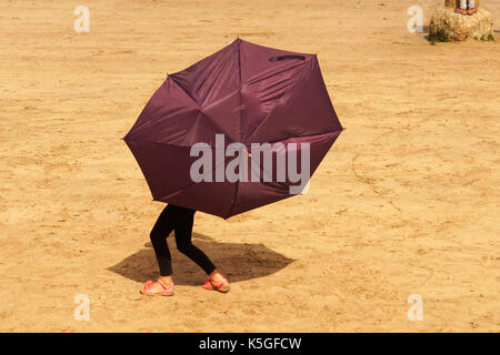 Newquay, UK. 09th Sep, 2017. Summer Groves aged 6 and a half, struggles her umbrella in the wind at the Fish Festival - Stock Photo