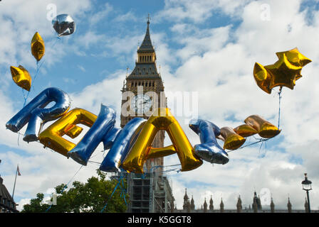 London, UK. 9th September, 2017. Gold balloons spelling out 'REMAIN' floating over Big Ben and Parliament during - Stock Photo