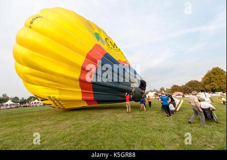Ferrara, Italy. 9th september 2017, The staff preparing balloon for fly in the air for the Ferrara Balloons Festival, - Stock Photo
