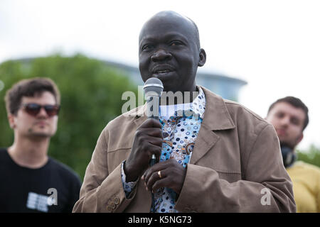 London, UK. 9th September, 2017. Moses John of War Resisters International addresses activists from many different - Stock Photo