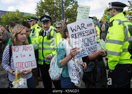 London, UK. 9th September, 2017. Police officers ask protesters standing in one of the access roads used by trucks - Stock Photo