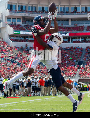 Oxford, USA.  9th Sept 2017. University of Mississippi Wide Receiver DaMarkus Lodge (5) leaps over University of - Stock Photo