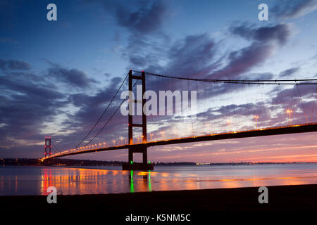 North Lincolnshire, UK. 10th September, 2017. UK Weather: The Humber Bridge before sunrise. Barton-upon-Humber, - Stock Photo