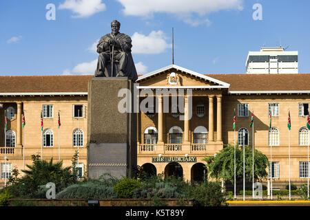 Jomo Kenyatta statue with Supreme Court in background, Nairobi, Kenya - Stock Photo