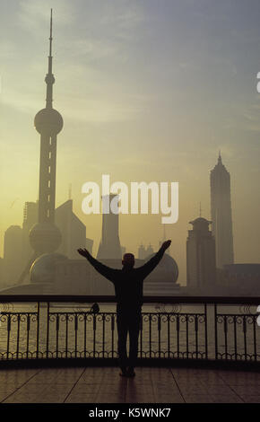 2005, Shanghai, People's Republic of China, Asia - A view across the Huangpu River of Shanghai's financial district - Stock Photo