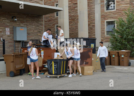 College students recycling on campus, University of Colorado - Stock Photo