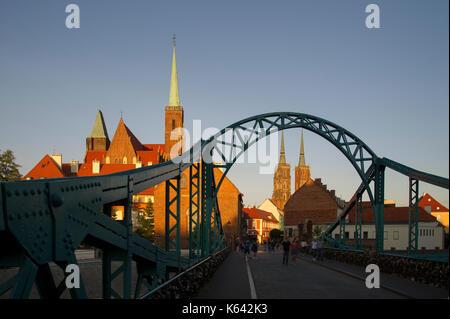 Most Tumski (Tumski Bridge), Gothic kosciol Sw. Piotra i Sw. Pawla (St. Peter and St. Paul Church), Gothic kolegiata - Stock Photo