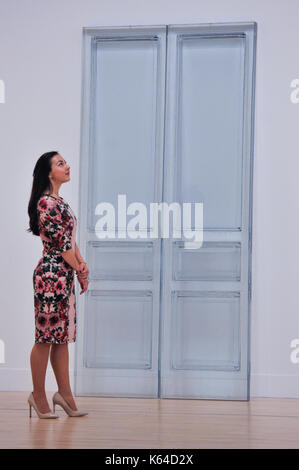London, UK. 11th Sep, 2017. A staff member views 'Due Porte', 2016, at the preview of an exhibition featuring works - Stock Photo