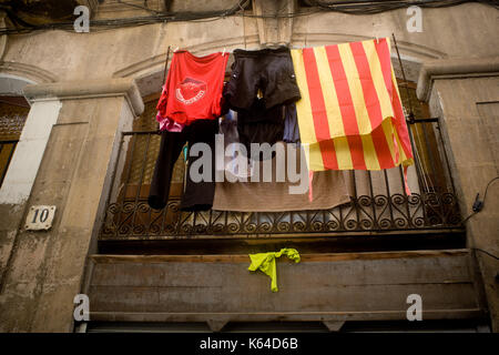 Barcelona, Spain. 11th Sep, 2017. A Catalan flag hangs from a balcony in Barcelona during Catalonia's National Day. - Stock Photo
