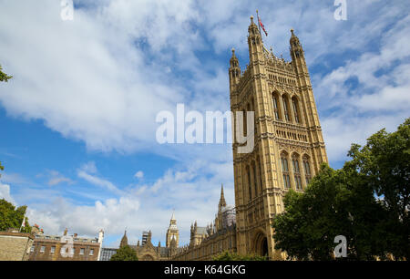 Westminster. London, UK. 11th Sep, 2017. View of Houses of Parliament on a sunny day with blue skies over London - Stock Photo