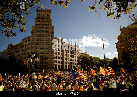 Barcelona, Spain. 11th Sep, 2017. In Barcelona, coinciding with Catalan national day or Diada, hundreds of thousands - Stock Photo