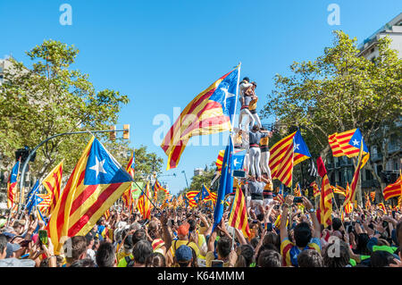 Barcelona, Spain. 11th Sep, 2017. Thousands of pro-independence flags (estelades) fill Barcelona streets, with human - Stock Photo