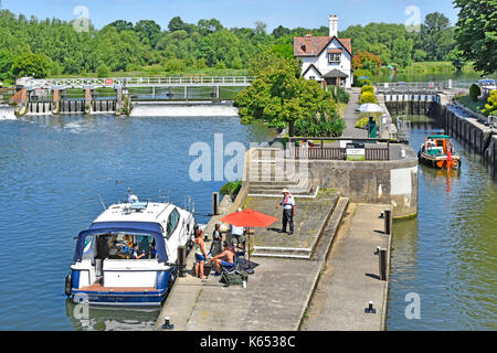 Looking down from above at approach to Goring Lock on River Thames in Oxfordshire with Streatley Berkshire on far - Stock Photo