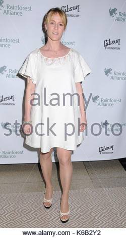 Mary Stuart Masterson. Celebrities from the news and entertainment industries lend their support for the Rainforest - Stock Photo