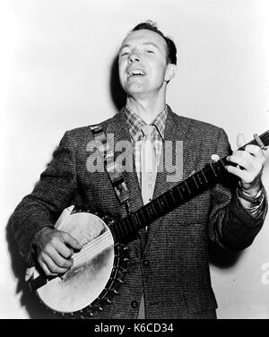PETE SEEGER (1919-2014) American folk musician in 1955 - Stock Photo