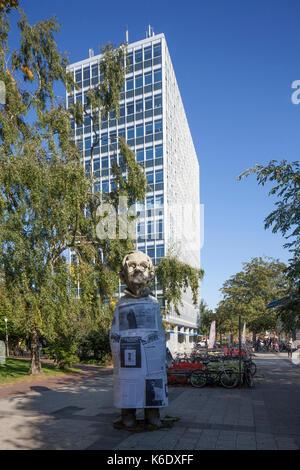 Muenster in Westfalen : Hochhaus, Skulptur, Parkanlage Promenade  I High-Rise, MSculpture, Park Promenade, Münster - Stock Photo