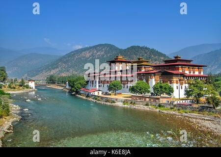 Punakha Dzong Monastery or Pungthang Dewachen Phodrang (Palace of Great Happiness) and Mo Chhu river in Punakha, - Stock Photo