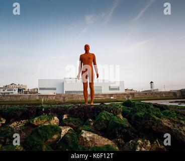 Antony Gormley Sculpture Figures On Waterloo Bridge And The National Stock Photo Royalty Free
