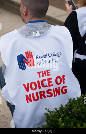 Scrap The Cap protest - Thousands of nurses gather at Parliament Square, London, to campaign against the government's - Stock Photo