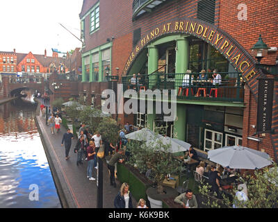 Birmingham, United Kingdom - August 5, 2017: Birmingham Canals - Brindley Place, tourists and locals enjoying a - Stock Photo