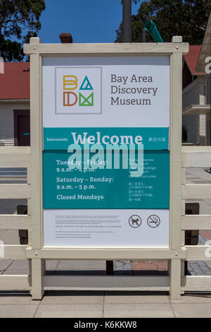 welcome sign, English and Chinese and Spanish trilingual sign, Bay Area Discovery Museum, Fort Baker, Sausalito, - Stock Photo