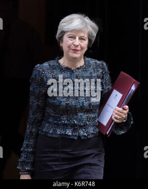 London, UK. 13th Sep, 2017. British Prime Minister Theresa May leaves No10 Downing Street for the weekly (PMQ's - Stock Photo