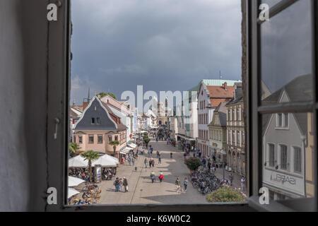Reisen, Deutschland, Rheinland-Pfalz, Speyer, Altpörtel, September 02. Blick aus dem Fenster des Altpörtels in Speyer - Stock Photo