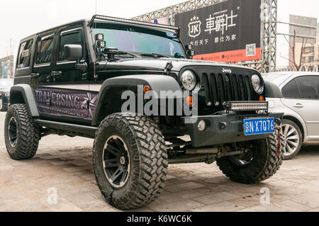 Jeep wrangler modified for off roading on the beijing for Ruckfront kuche