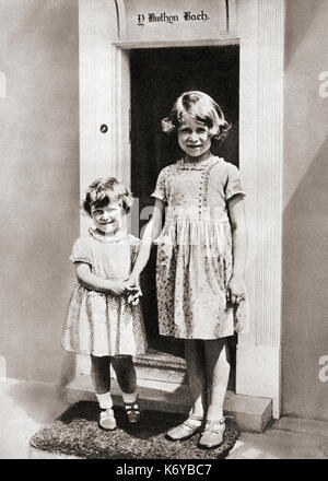 Princess Elizabeth, right, and her sister Princess Margaret in 1933 at Y Bwthyn Bach or The Little House, situated - Stock Photo