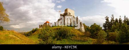 Ruins of castle Rabsztyn near Olkusz (Poland) - Stock Photo
