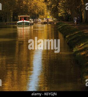 France, Tarn et Garonne, Montech, barge on the canal of the two seas - Stock Photo