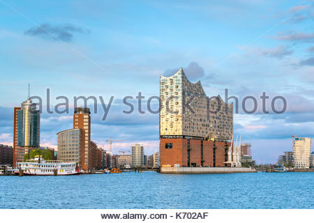Germany, Hamburg. Elbphilharmonie (Elbe Philharmonic Hall) concert hall on the Elbe River and buildings in the HafenCity. - Stock Photo