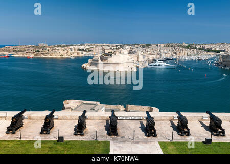 View of Grand Harbour Marina, Fort Saint Angelo and the Birgu district seen from the Saluting Battery in the old - Stock Photo