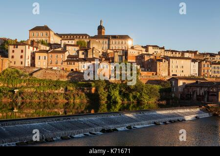 France, Tarn, Albi, the episcopal city, listed as World Heritage by UNESCO, banks of the Tarn - Stock Photo