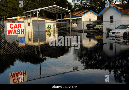 Elfers, United States. 13th Sep, 2017. September 13, 2017- Elfers, Florida, United States - A car washing business - Stock Photo