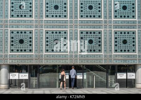 France, Paris, terrace of the Institut du Monde Arabe (IMA) designed by the architects, Jean Nouvel and Architecture - Stock Photo