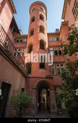 Traboule 'Maison (House) du Crible or Tour Rose (Pink Tower)', 16 rue du Bœuf in Saint Jean district (Vieux Lyon)is - Stock Photo