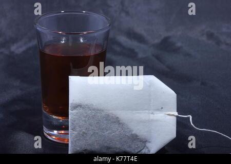 eine tasse heißen tee und teebeutel, a cup of hot tea and tea bags, - Stock Photo