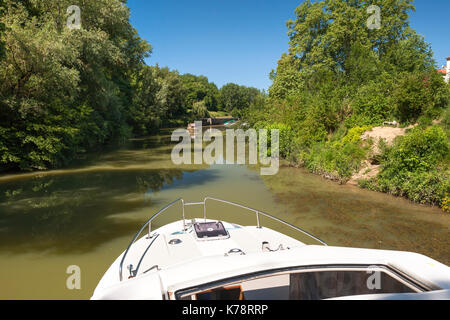 Canal boat on the Petite Baïse River in the Dordogne region of southwest France. - Stock Photo