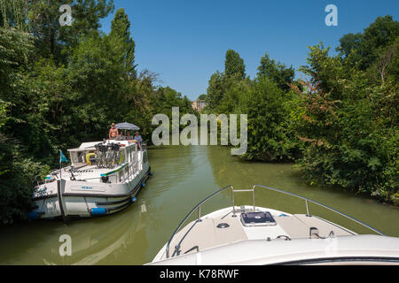 Canal boats on the Petite Baïse River in the Dordogne region of southwest France. - Stock Photo