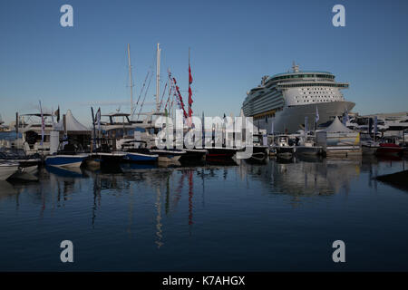 Southampton, UK. 15th Sep, 2017. Navigator of the seas docks beside The 49th Southampton Boat Show which gets underway - Stock Photo