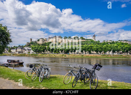 France, Centre-Val de Loire, Touraine, Chinon, cycling on the banks of the Vienne River against the backdrop of - Stock Photo