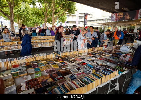 People choosing books at the Southbank under Waterloo Bridge on a Sunday - Stock Photo