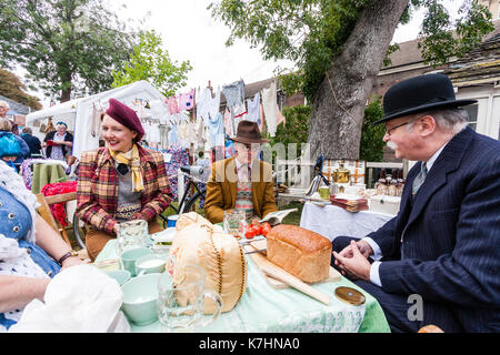 England, Chatham Dockyard. Event, Salute to the forties. Two couples having outdoor picnic together sitting around - Stock Photo