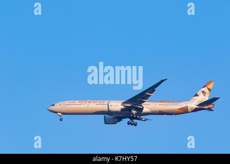 BANGKOK THAILAND - FEBRUARY 11,2017 : etihad airline plane arrival and approach for landing to suvarnabhumi airport - Stock Photo