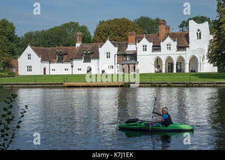England, Buckinghamshire, Medmenham & River Thames - Stock Photo